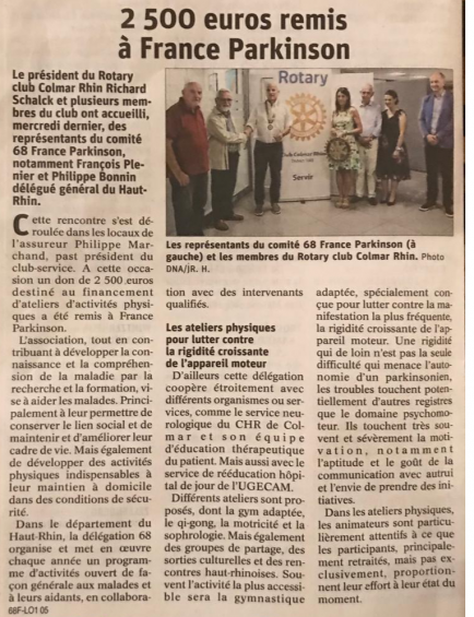 Le Président Richard SCHALCK remet un chèque de 2500€ au comité France Parkinson en présence de plusieurs membres du club